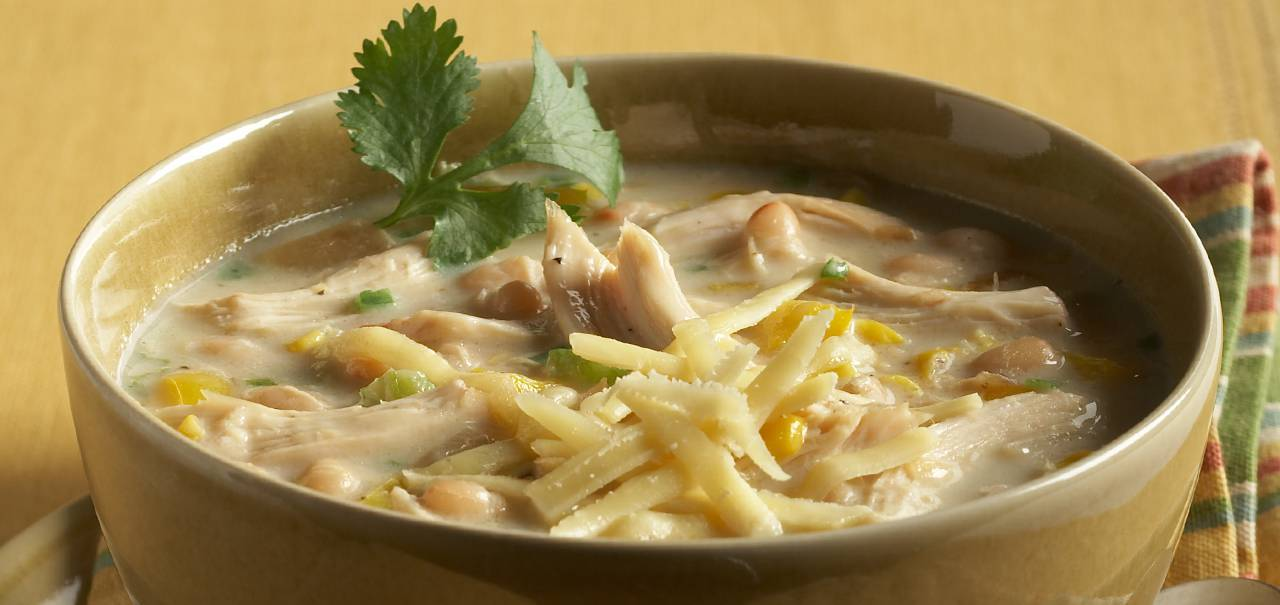 WHITE CHICKEN CHILI WITH KERRYGOLD AGED CHEDDAR CHEESE